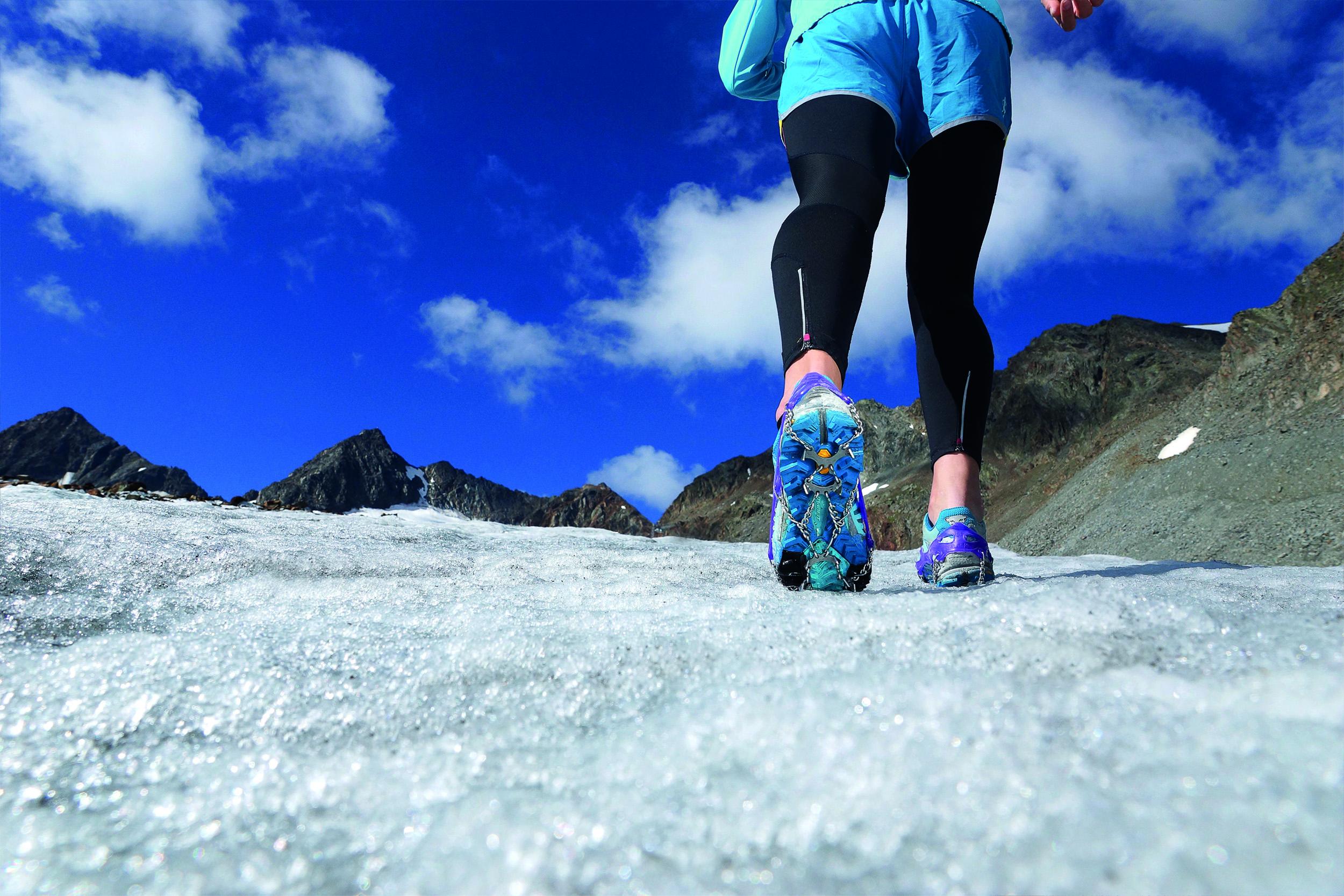 Sicheres Queren von Altschneefeldern in Frühjahr und Sommer